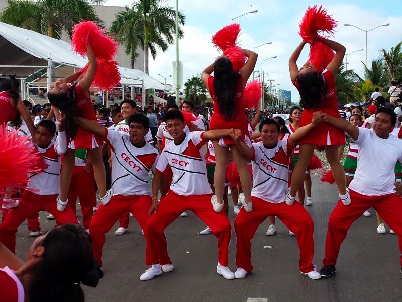Galer a colorido desfile revolucionario hijo del santo for Alberca 20 de noviembre campeche