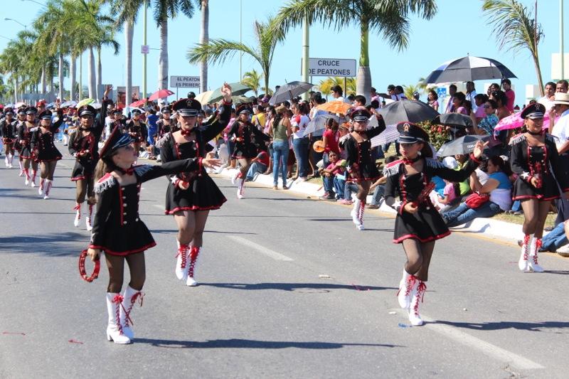 Galer a desfile conmemorativo de la revoluci n mexicana for Alberca 20 de noviembre campeche