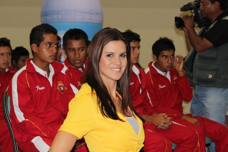 edecanes-canoneros-201224