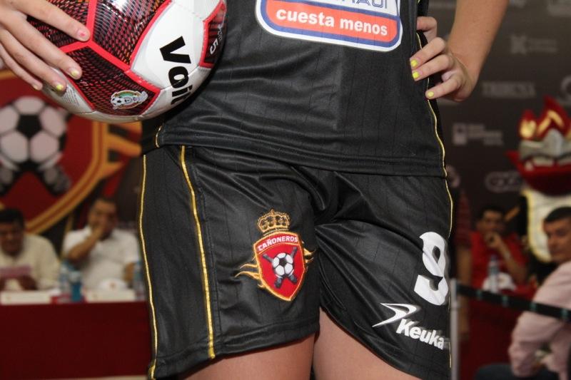 edecanes-canoneros-201239