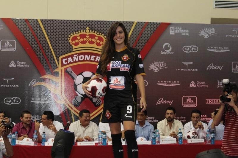 edecanes-canoneros-201240