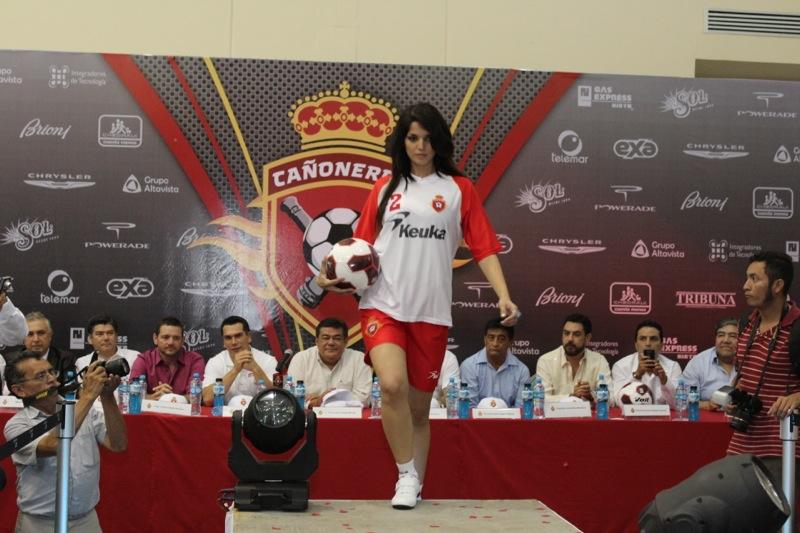 edecanes-canoneros-201246