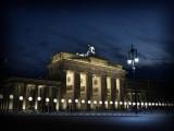 RECUERDAN CON GLOBOS ILUMINADOS 25 AÑOS DE LA CAÍDA DEL MURO DE BERLÍN