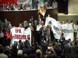 SUSPENDEN SESIÓN EN SAN LÁZARO POR PROTESTA, EXIGEN RENUNCIA DE EPN