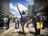 EN KENIA, MUJERES LUCHAN POR SU DERECHO A ELEGIR ¿VESTIMENTA?