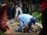 OTROS DESAPARECIDOS: FAMILIARES ENCUENTRAN DIEZ NUEVAS FOSAS EN GUERRERO