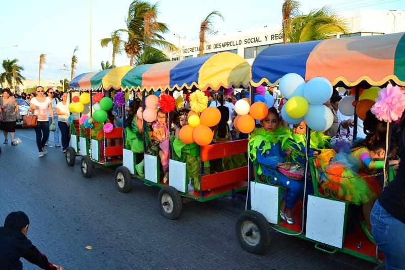 desfile-de-las-flores-campeche-2015-23