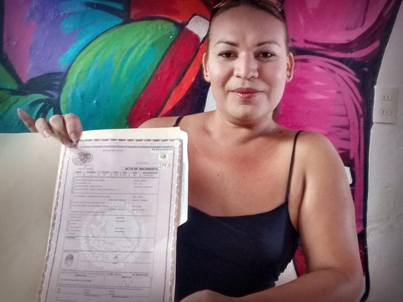 MUJER TRANSGÉNERO OBTIENE LEGALMENTE CAMBIO DE SEXO, LE ENTREGAN ...