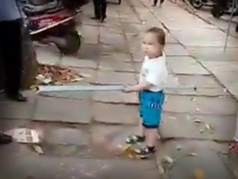 niño-defiende-76456
